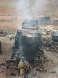 Boiling dye for adinkra