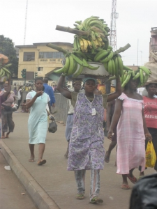 Woman carrying plantains, again on her head
