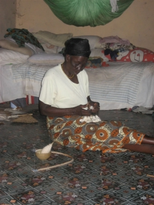 Removing seeds from cotton for spinning