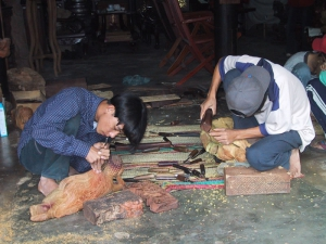 Woodcarving in Hoi An