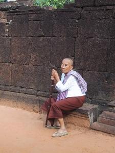 Angkor Wat - Ta Prohm Buddhist Nun