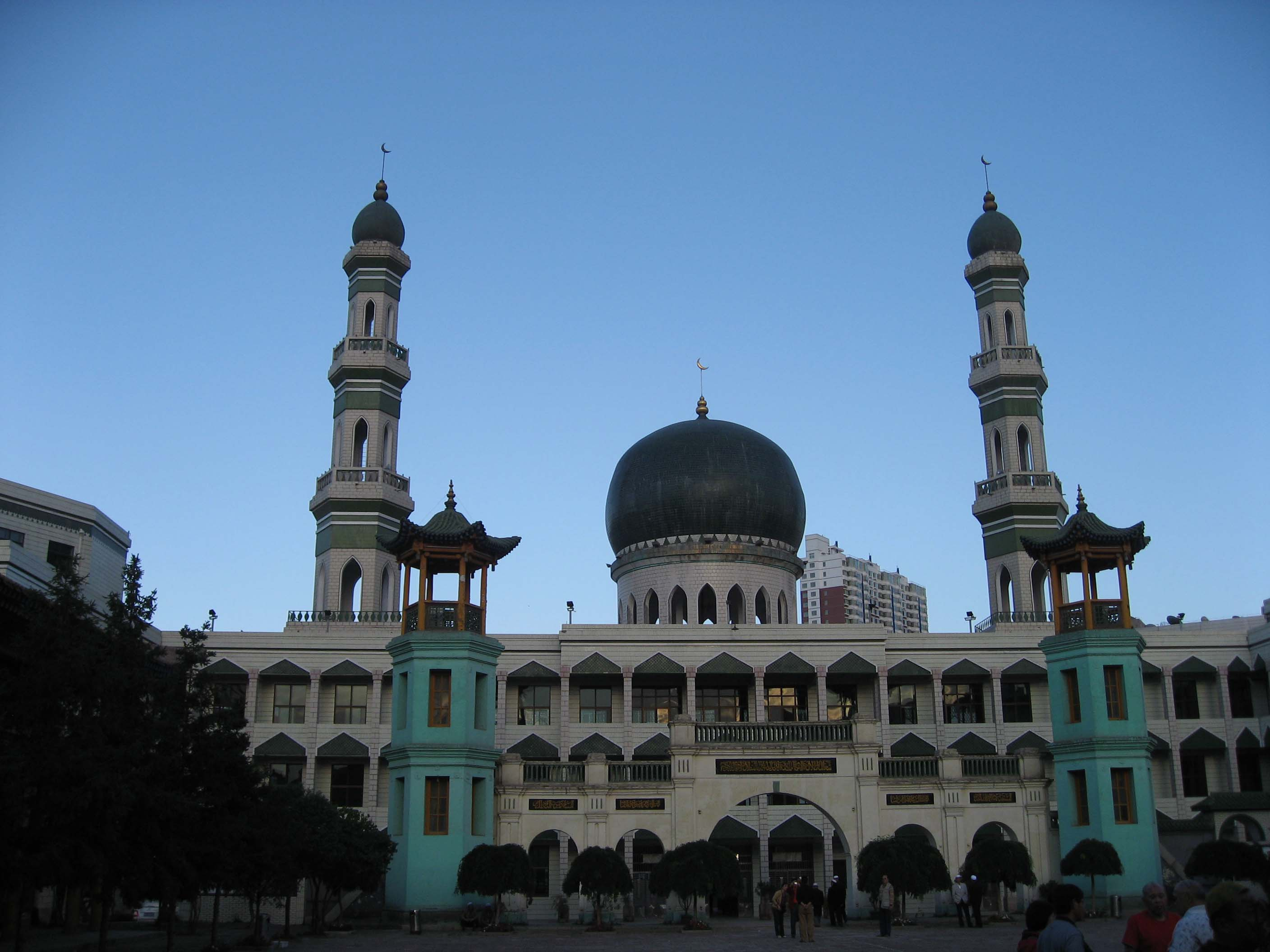 xining muslim Xining's ethnic diversity has enriched it with a large variety of food, most of it muslim in shuijing food market, travelers can find all kinds of dumplings and lamb kebabs zasui soup, cooked with lamb and beef offal, is the favorite morning snack for locals.